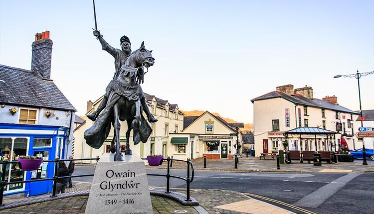 Owain Glyndwr Statue - Go North Wales
